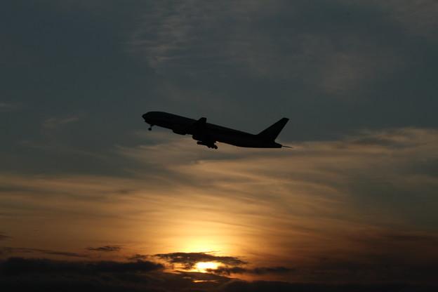 新千歳空港 夕暮れの離陸風景