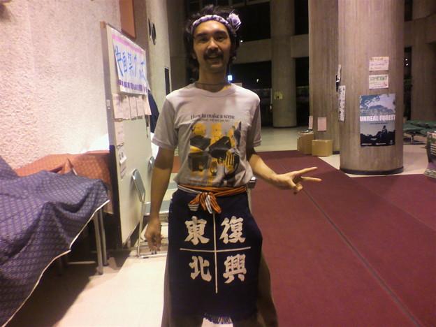 1529e993b1dba 市民会館大ホール 山形映画祭の名物男、奈良くん。この格好はいっ ...