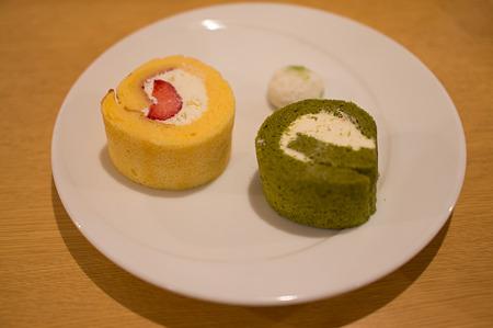 あまおうのロールケーキと抹茶のロールケーキ(茶遊亭)