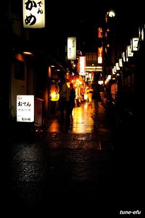 雨の法善寺横町