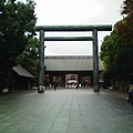 写真: 雨で職人も入らないから、靖国神社に命の洗濯にきた。