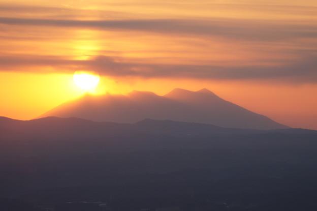 写真: 桜島に沈む夕陽 @ 都城市の金御岳  DSC04132