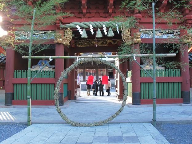 2011年12月31日 浅間神社 楼門前 茅輪