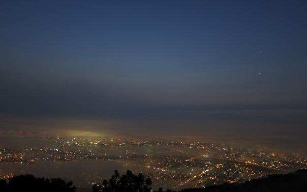 札幌 黎明 3:08am、藻岩山山頂より