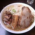 写真: 麓郷舎 肉ダブル醤油(アブラ、カラメ)