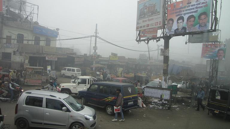 移動中の街中の風景