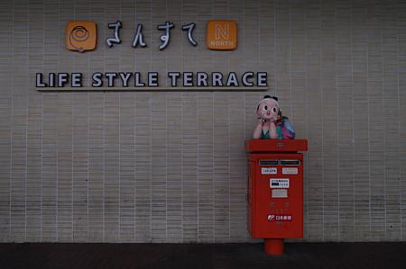 Photos: s5063_桃太郎ポスト_岡山駅東口