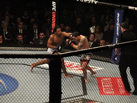 UFC 144 ライト級タイトルマッチ フランク・エドガーvsベンソン・ヘンダーソン (5)