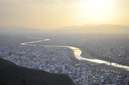 夕陽に染まる岐阜市の風景