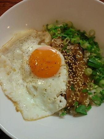 旬麺 晴れる家 月見チャーシュー丼