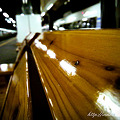 写真: 駅の椅子 infobar A01
