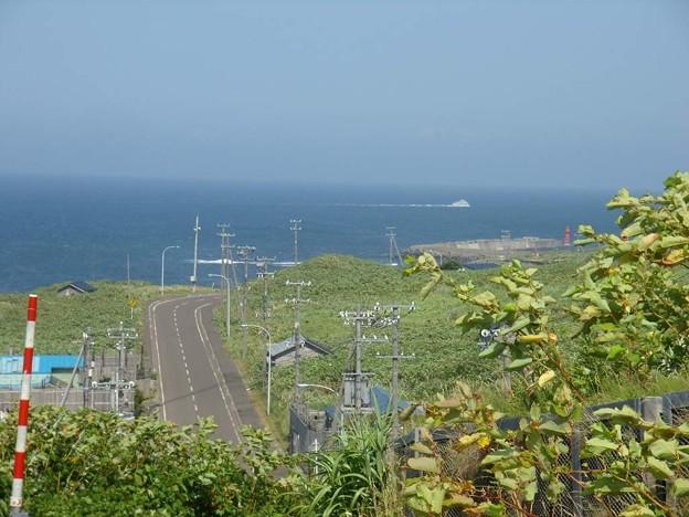 写真: 8_11焼尻島県道255と、天売⇒焼尻の船