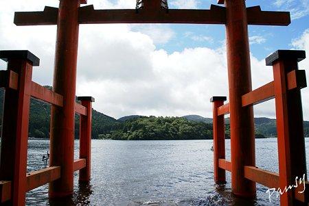 平和の鳥居から・・ 箱根神社・・20