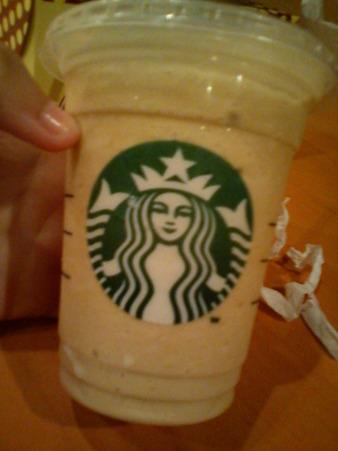 スターバックスのコーヒー。 。ああおいしい朝食料理(笑い)と甘いアイスクリーム少し苦いが、良い(^з^)-☆@mikuppy スターバックスはこれまで飲んだ?
