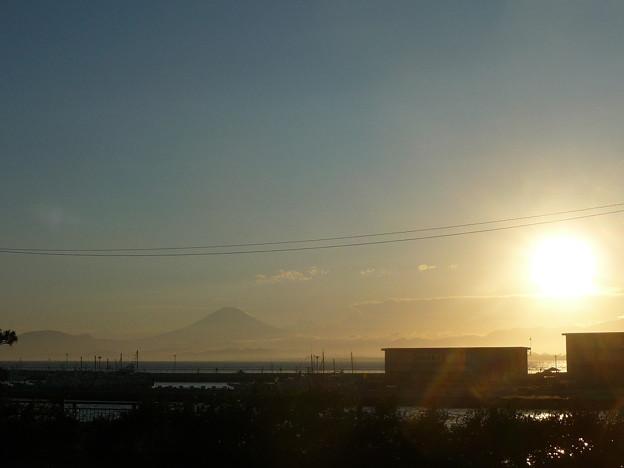江ノ島大橋から見た夕日と富士山3