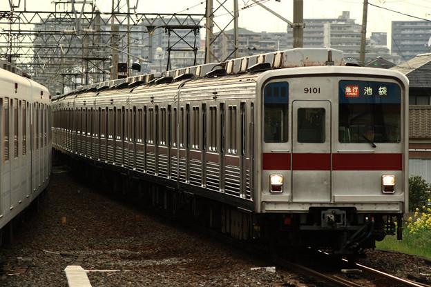 9101F 裏被り 新河岸駅にて.
