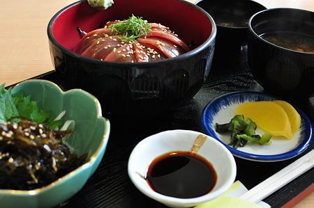 鉄火丼と本日の小鉢(道の駅・伊勢志摩【三重】)