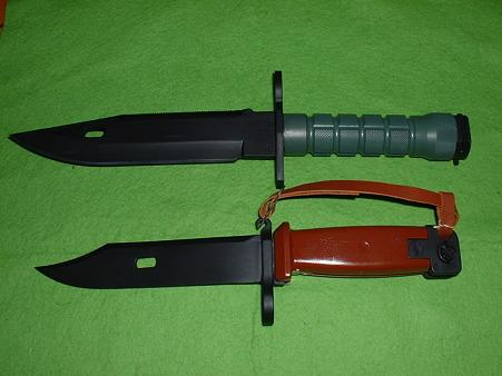 有井(アリイ 旧LS)「AK-74銃剣」 (下)と「米軍 M9 銃剣(上)Doburoku-TAO