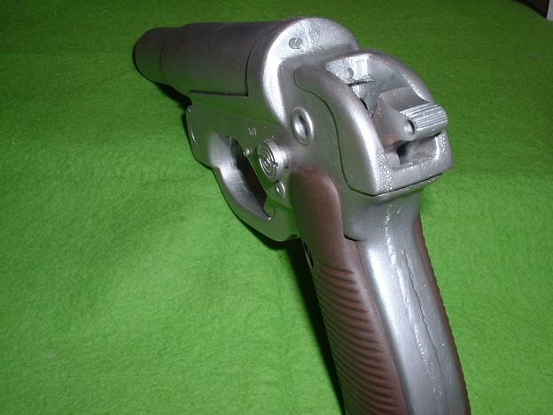 画像…手持ち 癌 住吉(頑 住吉)氏 原型製作 レジンキット「ドイツ軍正式信号拳銃 LP-42」 のハンマーを起こした状