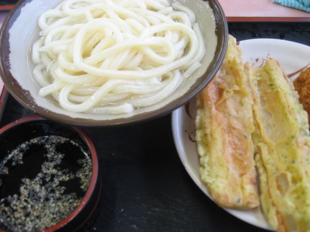 Photos: 釜揚げうどんと揚げ物