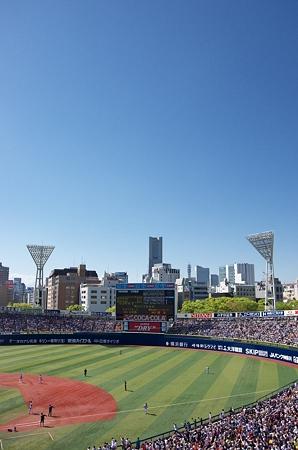 晴れ渡った青空の横浜スタジアム